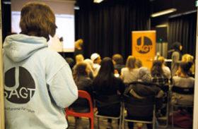 Unga poppar och skapar debatt