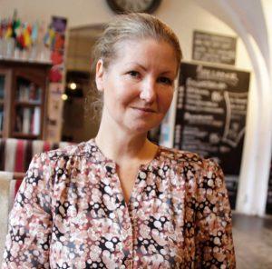 """Förhållningssätt Cecilia Gärdén menar att ett kritiskt förhållningssätt är synnerligen viktigt i ett förändringsarbete. – Ibland kan man säkert känna att """"kan vi förändra klart nu så vi får arbeta"""". Men den tiden är förbi och man får lära sig att det är så arbetslivet ser ut. FOTO: Helén Andersson"""