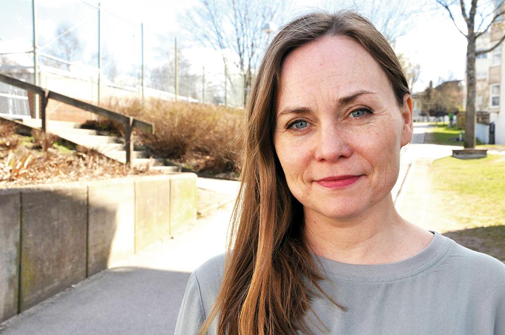 Mångsysslare Här på Hässleholmen i Borås, ett socialt utsatt område, bedriver Ordpalatset sin verksamhet. Annika Koldenius är ordförande. Men det är bara en av många saker hon gör. Hon är bland annat också författare, journalist, litteraturkritiker och kommunikatör. Foto: Evelina Westergren