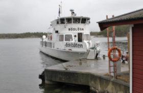 Bokbåten kastar loss