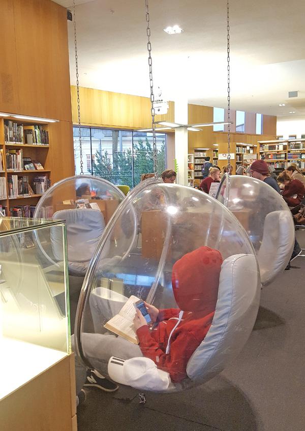 Svenskspråkigt på biblioteket i Åbo