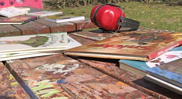 En hammare, en såg och en bok
