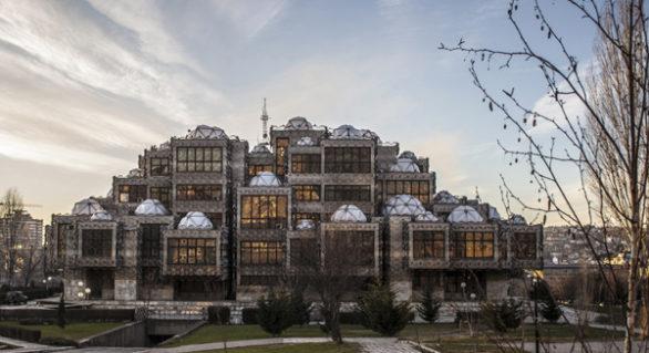 Vem kan älska Kosovos nationalbibliotek?